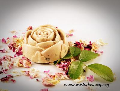 Peelingové růžové mýdlo
