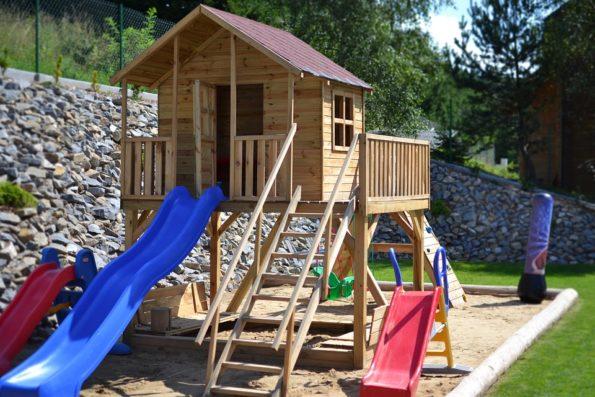 Dětské domečky, hřiště, skluzavky