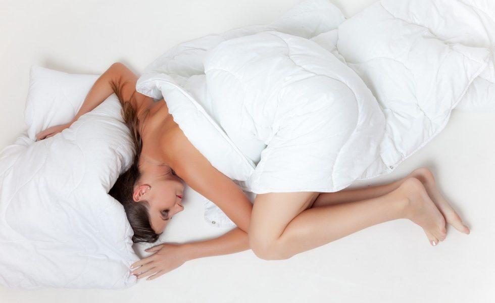 postel, matrace